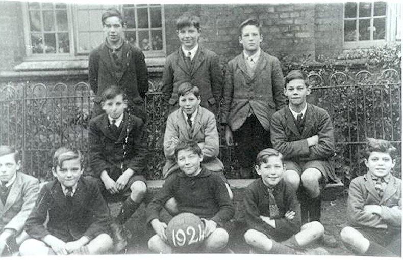 JW016a sport schl ftball 1924 ar.jpg