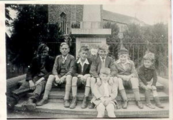 GN010 Places,people - village lads c1943 copynov07 AR.jpg