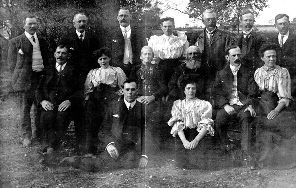 Boast Family at Doggetts c 1900.jpg