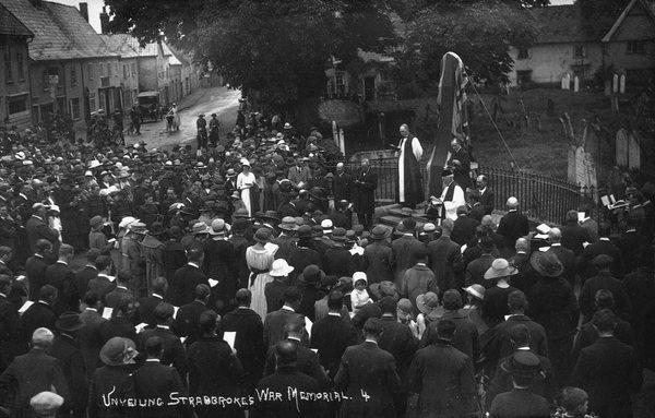 W253. Unveiling war memorial_4 1922.jpg