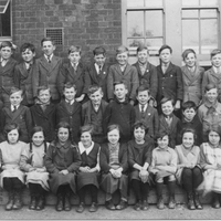 k, Stradbroke School C. 1925 Roy 4th from right mid row.jpg