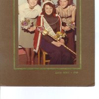 RC033 People,Events - 1977 pos Jubilee Queen.jpg