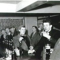 GS074 People,Pubs - eddie copping in Queens Head crowd.jpg