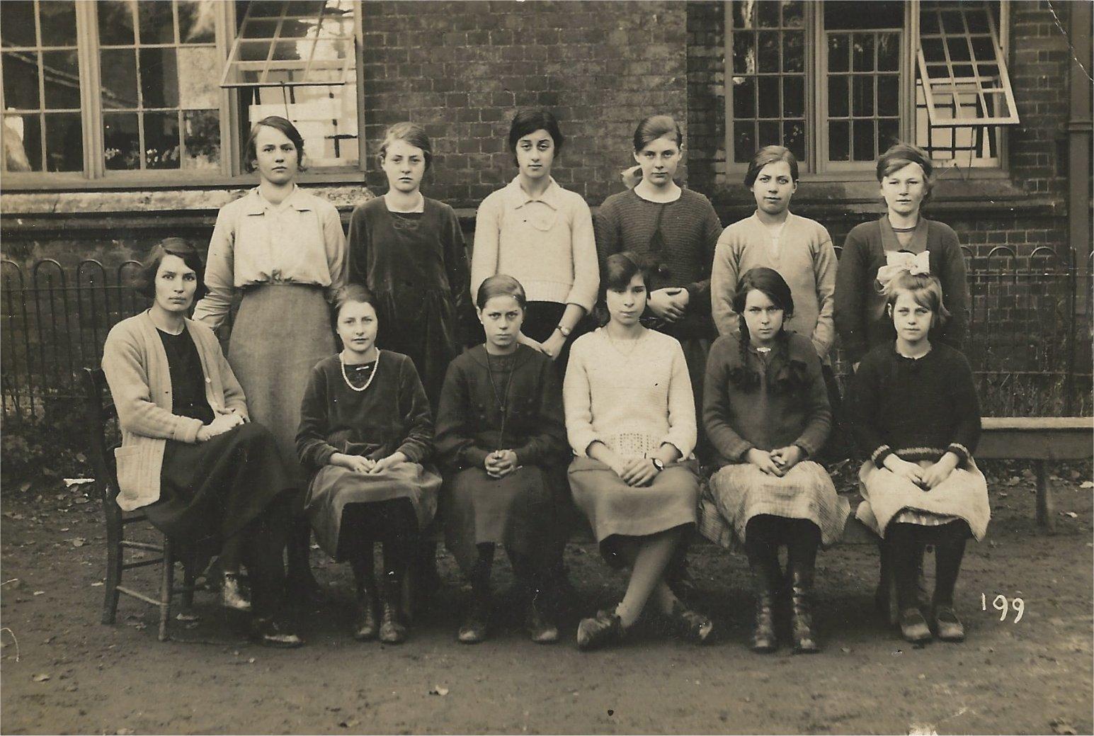 SC stradbroke school c1930.jpg