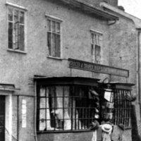 MR01 Wards shop c 1910.jpg